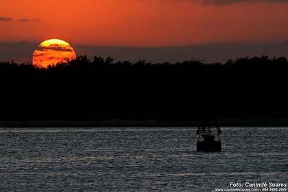 Pôr do sol no Rio Potengi. Foto: Canindé Soares