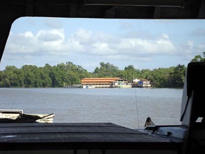 Vista de Salvaterra pelo interior do barco