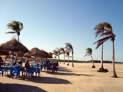 Barracas na Praia de Pesqueiro