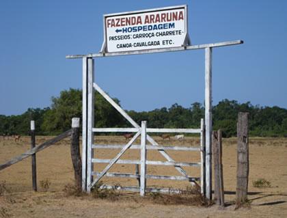 Porteira de entrada da Fazenda Araruna