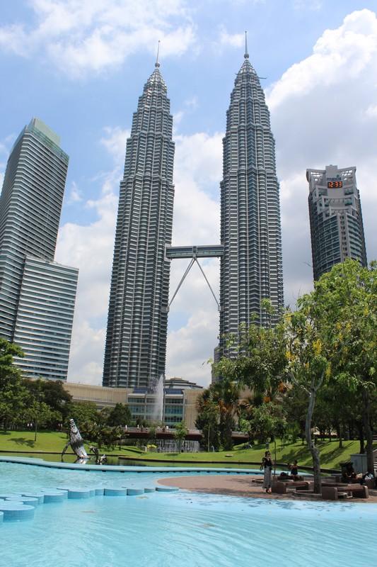 Petronas Tower, onde fica um dos muitos shoppings de Kuala Lumpur, Malásia