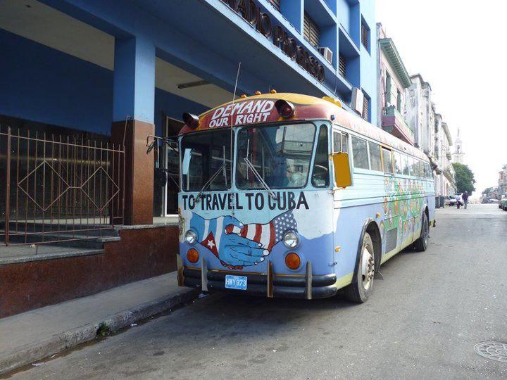 Ônibus americano em Havana