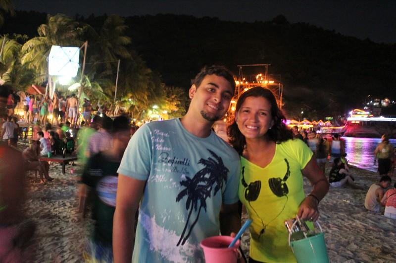 Com nossos baldinhos na Full Moon Party