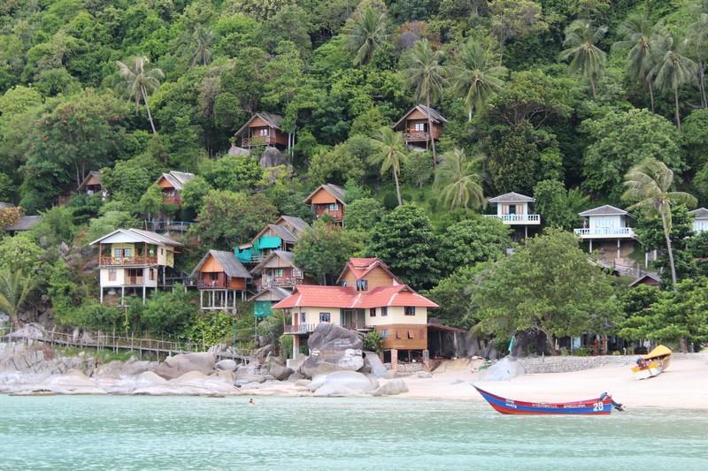 Alguma praia do leste de Koh Pha Ngan vista do barco