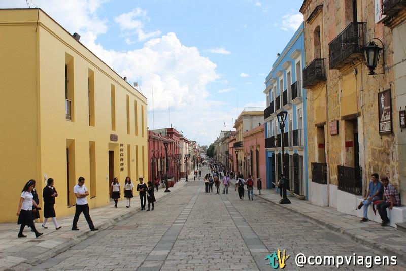 Calle Macedonio Alcalá