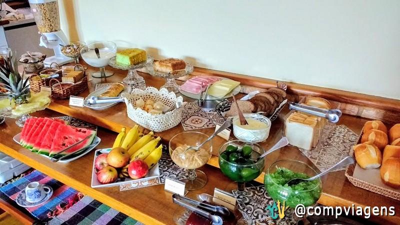 Café da manhã na Pousada Marília de Dirceu