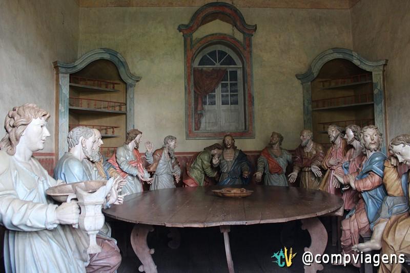 Esculturas de Aleijadinho dentro das Capela dos Passos no Santuário de Bom Jesus de Matosinhos