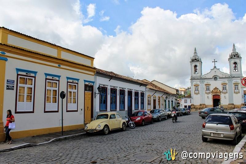 Rua Getúlio Vargas e igreja do Rosário