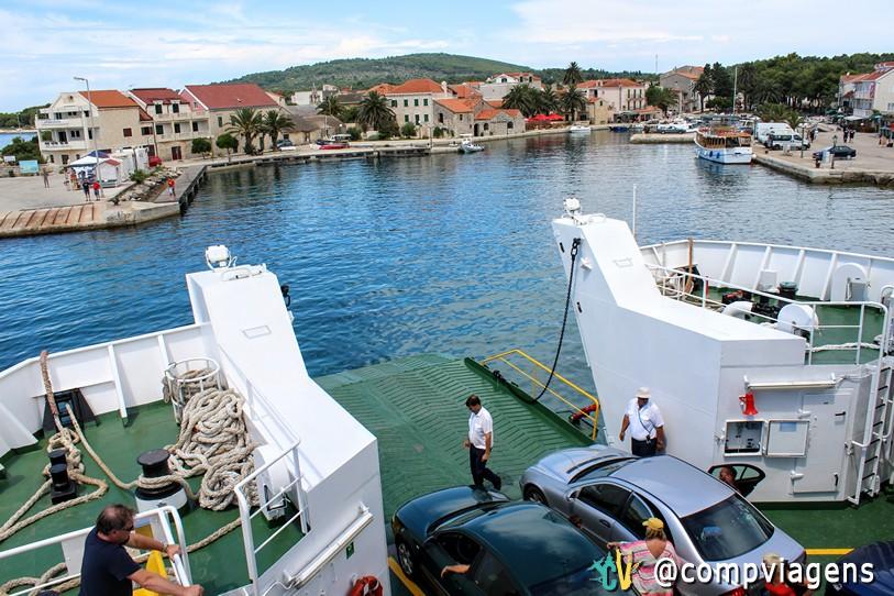 Ferry chegando no porto de Sucuraj