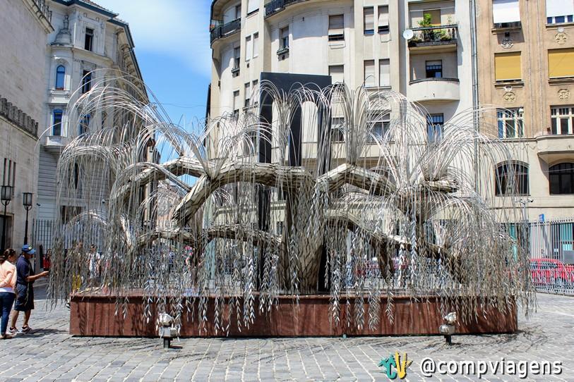 Árvore da Vida, monumento em homenagem às vítimas do holocausto em Budapeste