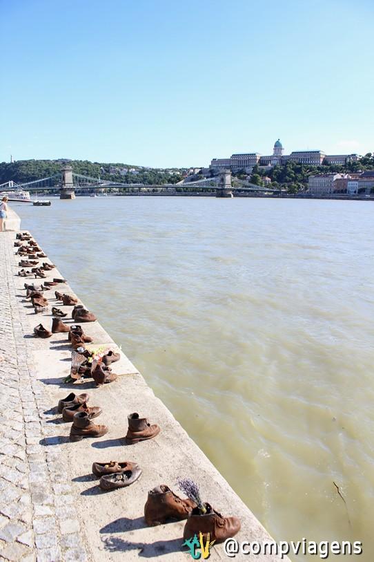 Monumento Sapatos à beira do Danúbio