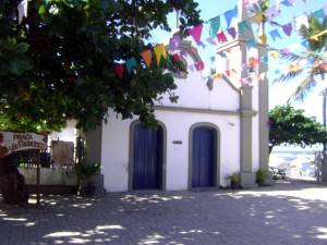 Capela de São Francisco de Assis, cartão postal da Praia do Forte