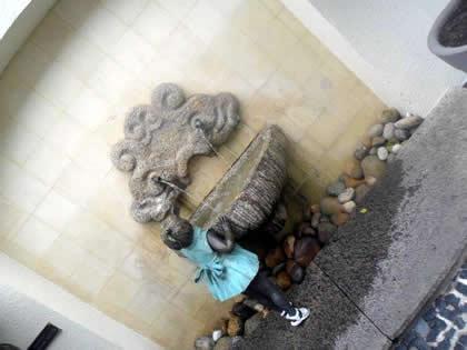 Fonte em galeria na Rua das Pedras