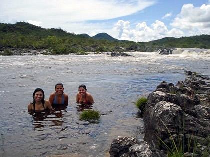 Corredeiras do Rio Preto. Com direito a banho seguro, diante de tanta água