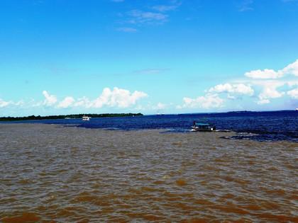 Encontro dos rios Negro e Solimões