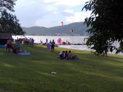 Lagoa da Conceição, em frente a avenida das Rendeiras