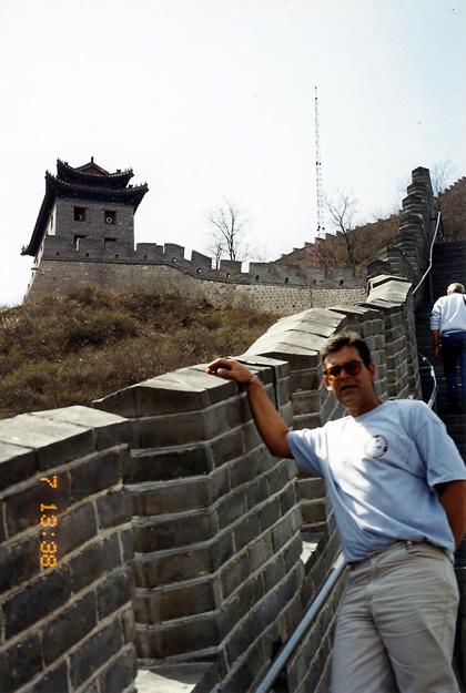 Toni visitando a Muralha da China