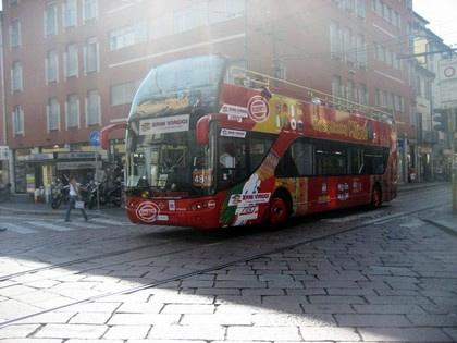 O roteiro também pode ser feito em um ônibus turístico
