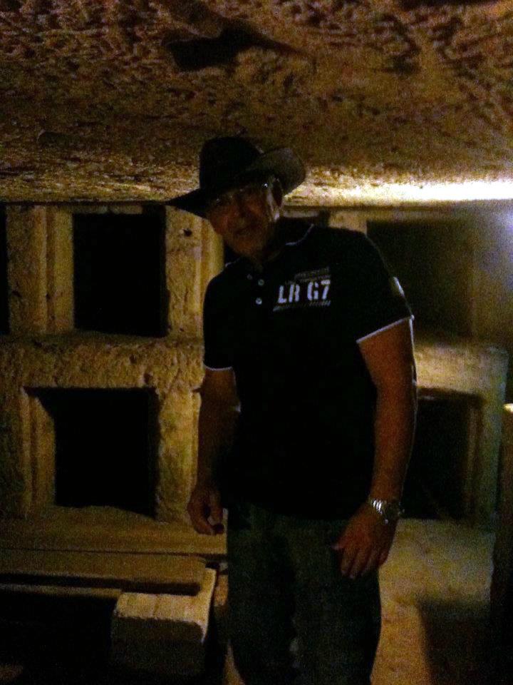 Em uma catacumba, no Egito