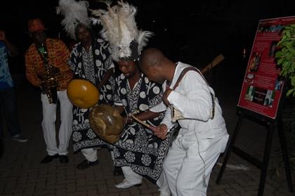 Música e dança típicas em restaurante de Joanesburgo