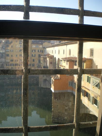 Detalhe de Ponte Vecchio desde o Corredor Vasariano, Florença, 2012