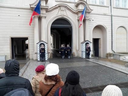 Troca da guarda no castelo de Praga