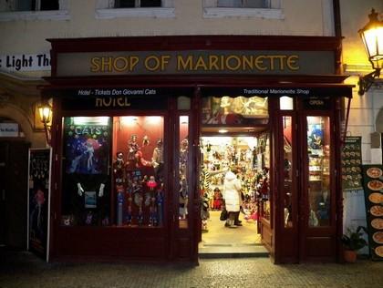 Uma das muitas lojas de marionetes em Praga
