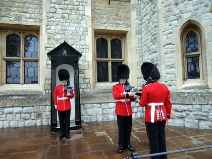 Troca de guarda na Torre de Londres
