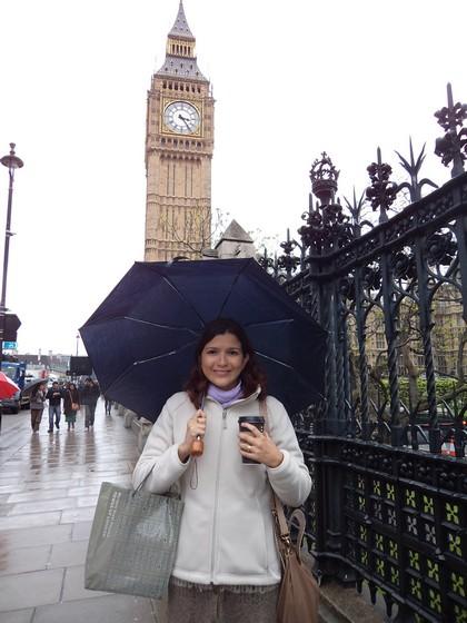 Bem Londres: relógio do Big Ben, guarda chuva e café