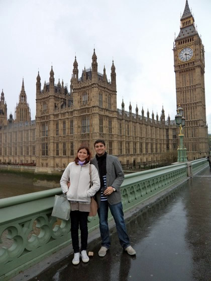 Na Westminster Bridge: parlamento e relógio do Big Ben ao fundo
