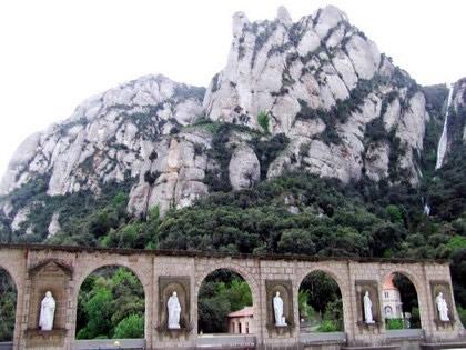 Arcos do lado de fora da Basílica