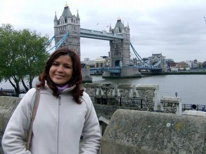 Em frente a Tower Bridge