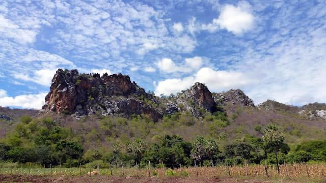 Formações rochosas ao pé da serra de Martins
