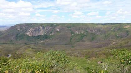 Vista de um mirante que está sendo construído no final da subida da serra