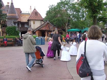 Meninas fofíssimas fantasiadas de princesas