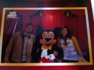 Reprodução da nossa foto com o Mickey