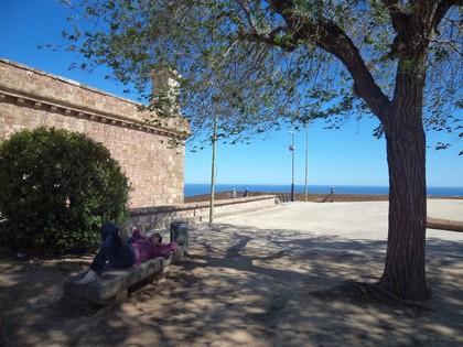 Fred fazendo uma pausa para descanso no Castelo de Montjuic