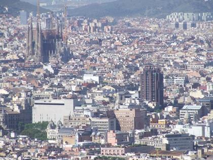 Barcelona vista do Castelo de Monjuiccom destaque para a Sagrada Família