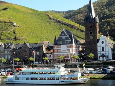 De barco é possível visitar outras cidades