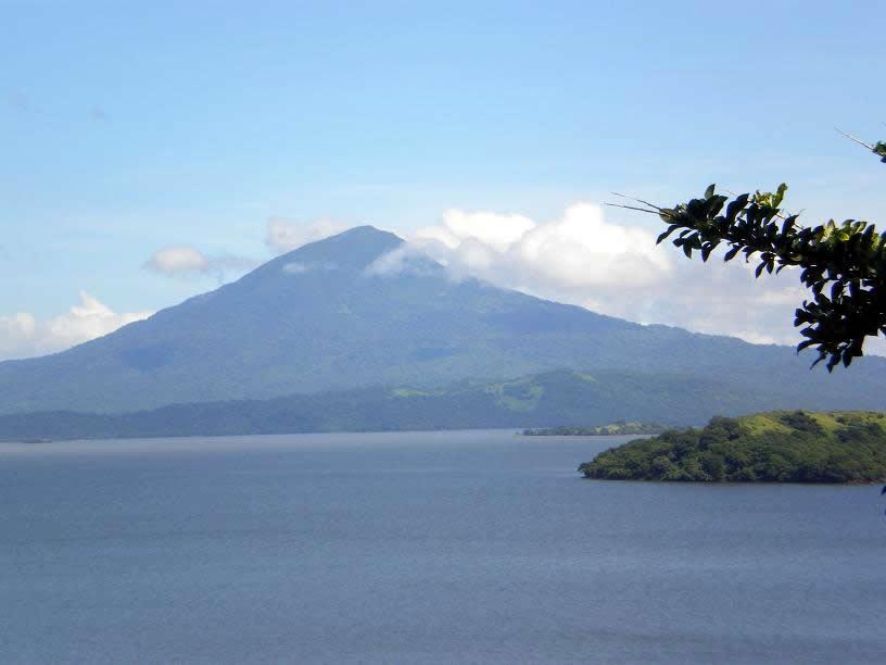 Visual do Vulcão Mombacho desde a Isla Zapatera
