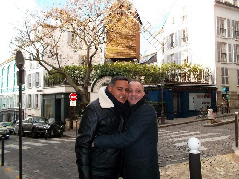 Antonio e David se conheceram pela internet, mas se viram pela primeira vez em Paris