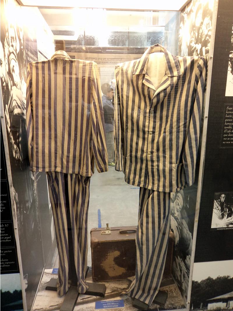 Uniformes originais dos campos de concentração