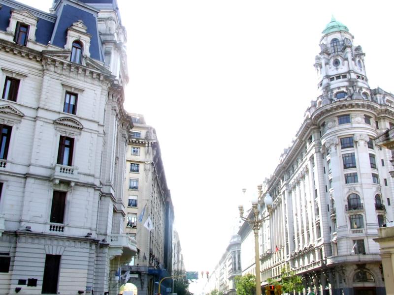 Prédios com estilo parisiense são responsáveis pela comparação de Buenos Aires com  Paris