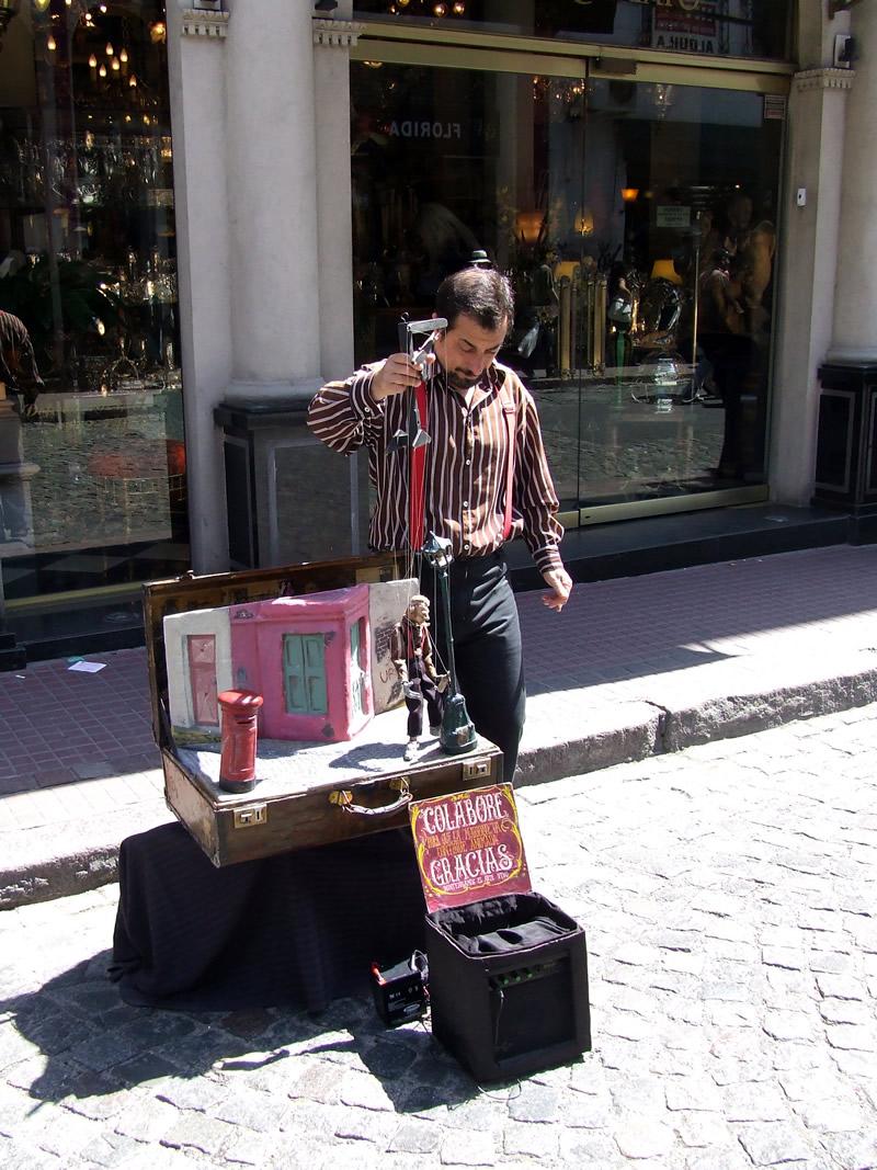 Mais artistas na Calle Defensa, na Feira de San Telmo