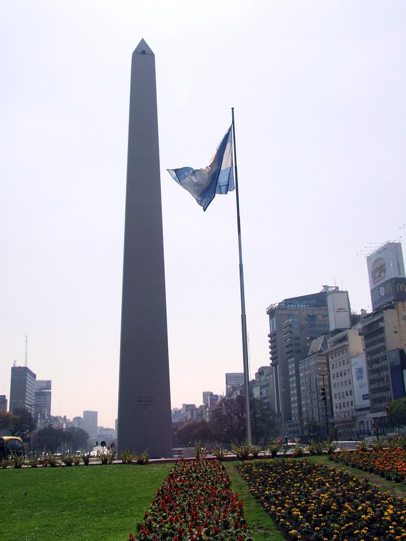 Avenida 9 de Julho e o Obelisco
