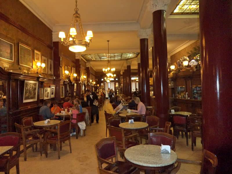 Café Tortoni é o mais tradicional de Buenos Aires