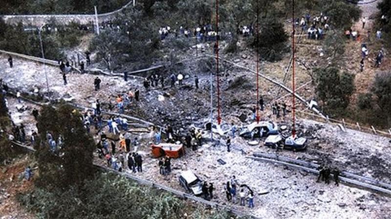Atentado mafioso que assassinou o magistrado Luigi Falcone em Capaci, Sicília, em 1992