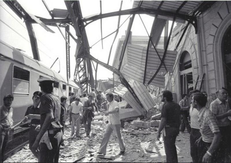 Imagem do massacre da Estação de Bolonha em 1980, fruto de um atentado de um grupo terrorista de extrema direita