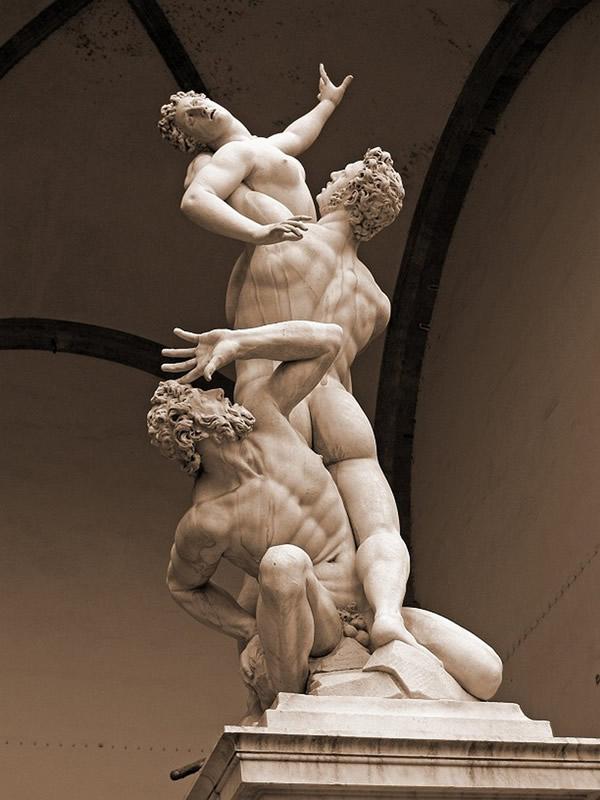 O Rapto das Sabinas - Escultura de Giambologna na Loggia dei Lanzi, Florença