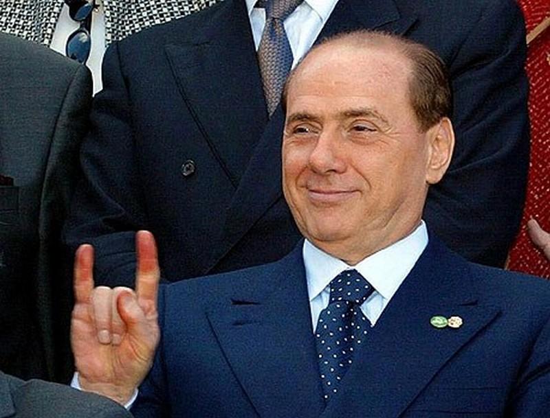Silvio Berlusconi, empresário amigo da máfia, corruptor e pedófilo que governou a Itália quase 20 anos com uma mistura de populismo midiático e desrespeito à democracia